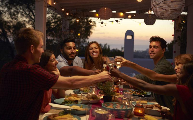 Cinco ideas para iluminar con luces LED en verano