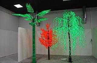 showroom de arboles led en diferentes colores