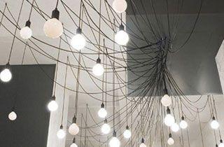Bombillas LED Globo colgadas en lampara araña