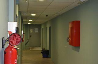 estancia con luces de emergencia en caso de corte de luz