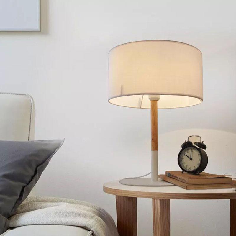 lámparas de mesa en salón