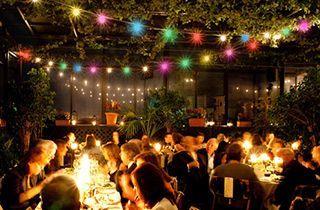 iluminacion decorativa de festividad en terraza