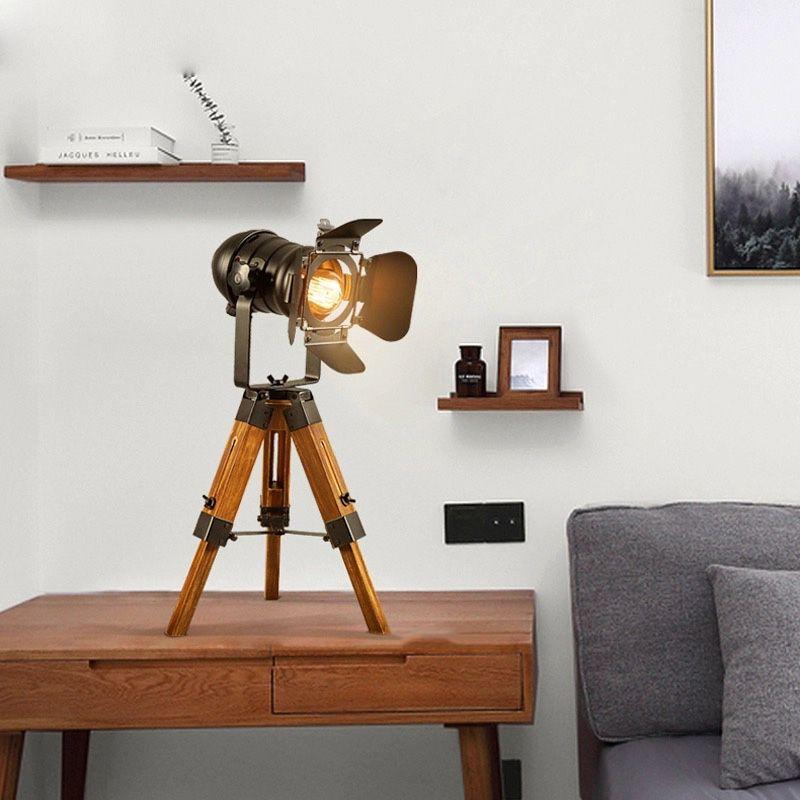 lampara de mesa tripode vintage cinema madera y metal industrial