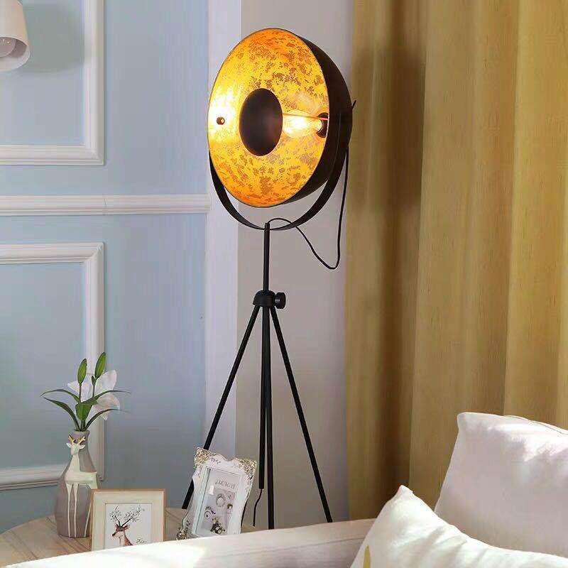 lampara tripode de pie galileo metal negro dorado
