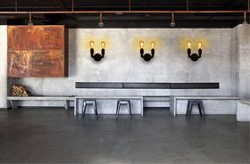 iluminación industrial con lámparas de tubería