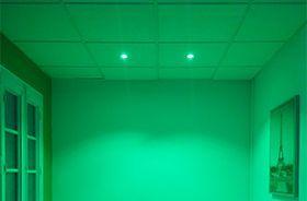 salon verde con luz led