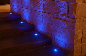 luces de suelo azules empotradas