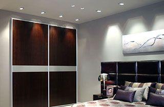 habitación de diseño moderno iluminada con kardans empotrables
