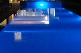 piscina iluminada con led
