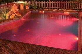 luces para iluminar el agua de color rojo