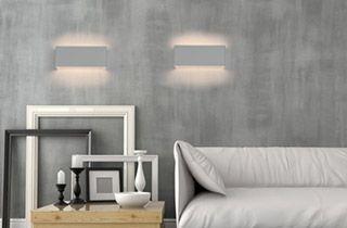 sobria pieza en colores blanco o plateado viene con base para fijar los tornillos a la pared su iluminacin calida sobre la pared permite