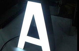 letra iluminada con pastillas led para rotulación