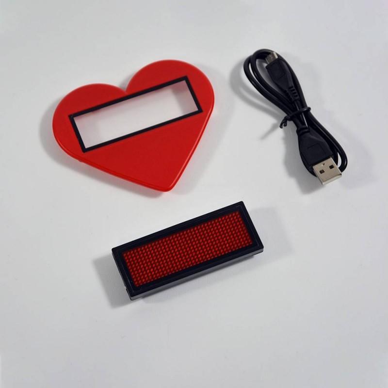 Letreiro distintivo LED portátil texto programável vermelho com coração