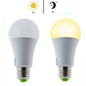 Lâmpada LED E27 com sensor crepuscular 7W A60